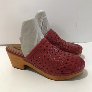 Patricia Nash Mule Clogs Leather Eyelet Red Size 8